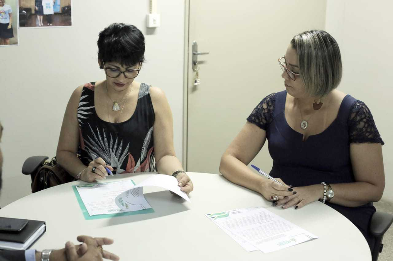 Titulares das pastas assinaram o documento na manhã desta segunda-feira (18/03). / Foto: Zeca Barcellos/Seped
