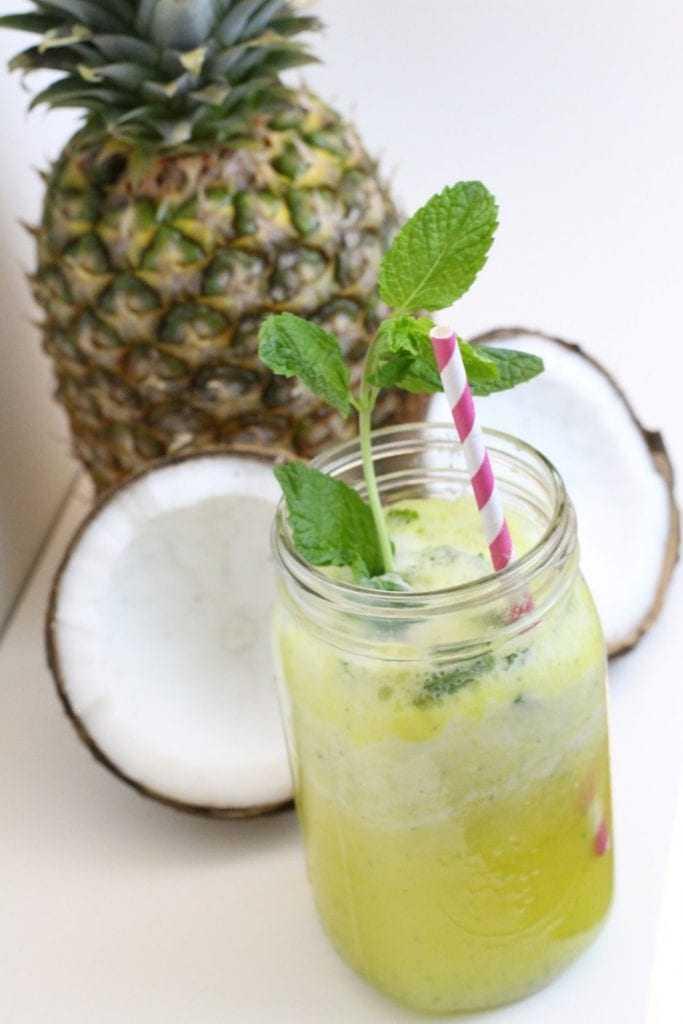 Se suco de Abacaxi com Hortelã é bom que só, imagina com água de coco! / Foto: Divulgação/Internet