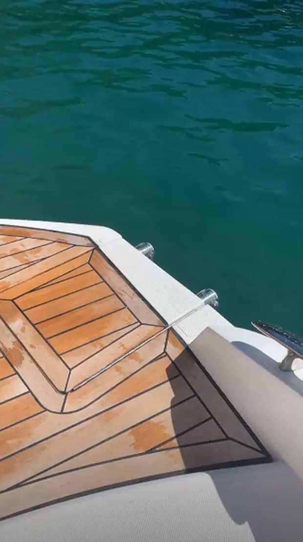 Último post de Caroline mostra barco. / Foto: Reprodução / Instagram.