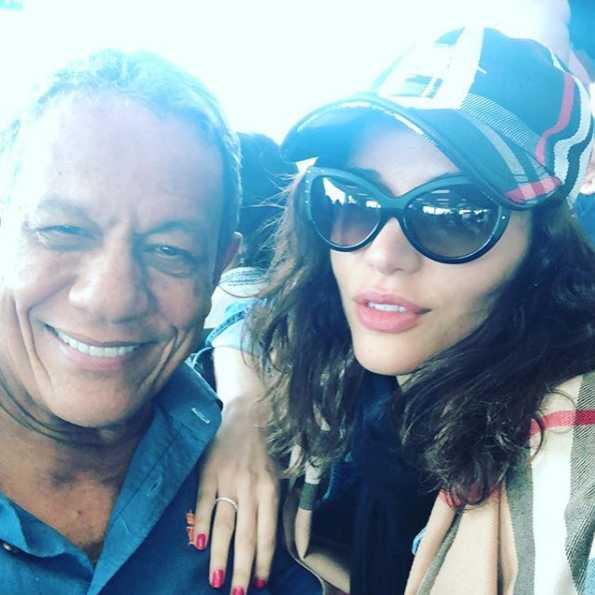 """A ex-BBB publicou no Instagram uma foto ao lado do eleito e escreveu: """"Eu e ele"""". Porém, ela não o identificou, e trancou os comentários no Instagram...."""