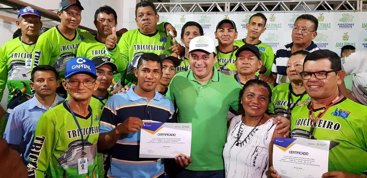 Governador Wilson Lima entrega certificados / Foto : SECOM