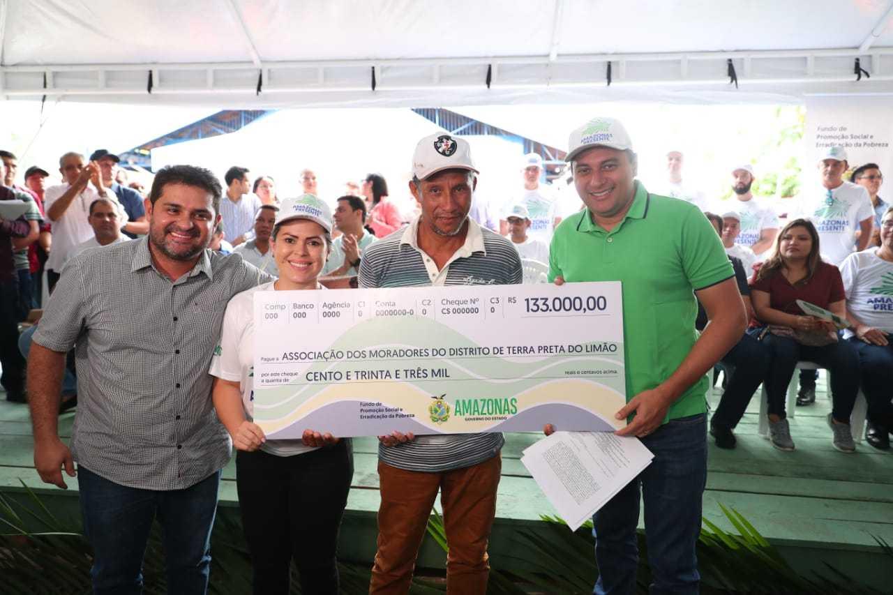 Fundo de Promoção Social do Governo do Amazonas entrega cheque de R$ 133 mil para Associação de Agricultores em Barreirinha / foto : DIEGO PERES/SECOM