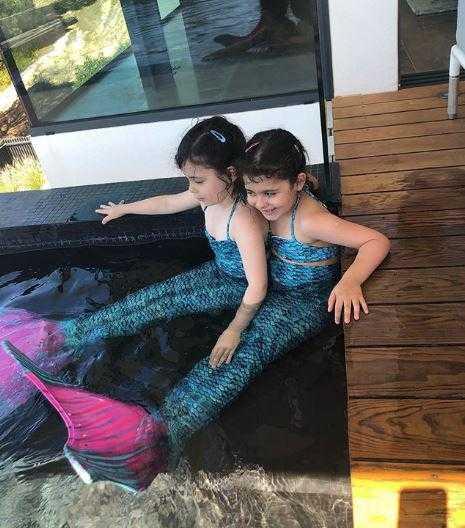 As gêmeas Yanne e Victoria atualmente (Foto: Reprodução / Instagram )