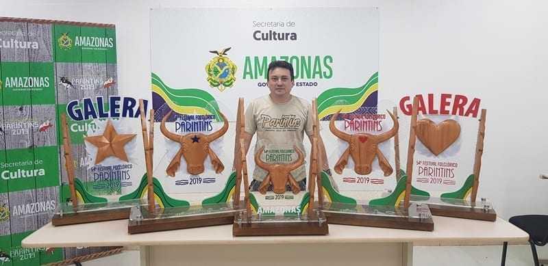 Com elementos regionais, troféus do bumbá vencedor foram criados por parintinense / Foto : Divulgação