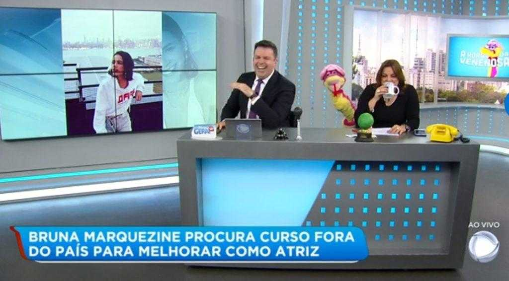 Matehus Furlan e Fabíola Reipert fizeram piada com salário de Bruna Marquezine ao vivo na Record. (Foto: Reprodução)