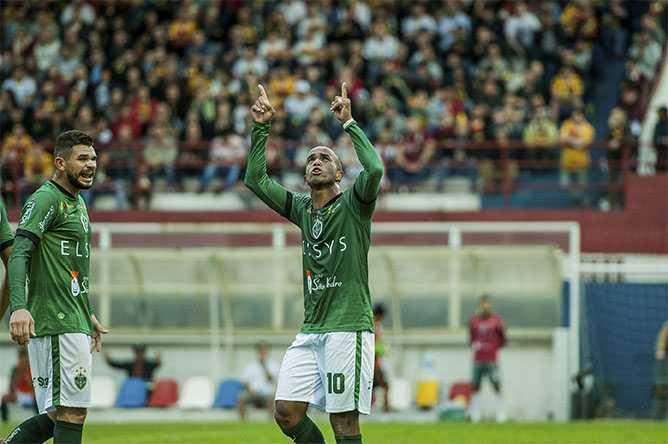 Ele fica! Rossini renova com o Manaus FC por mais uma temporada Foto: Janailton Falcão/Manaus FC