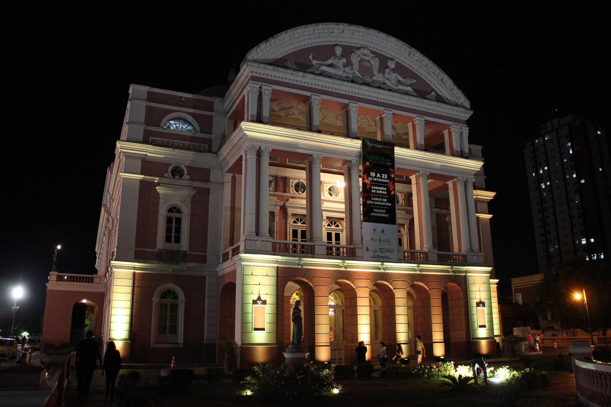 Teatro Amazonas foi iluminado em amarelo, em alusão ao Setembro Amarelo / Foto   :Divulgação/DPE-AM