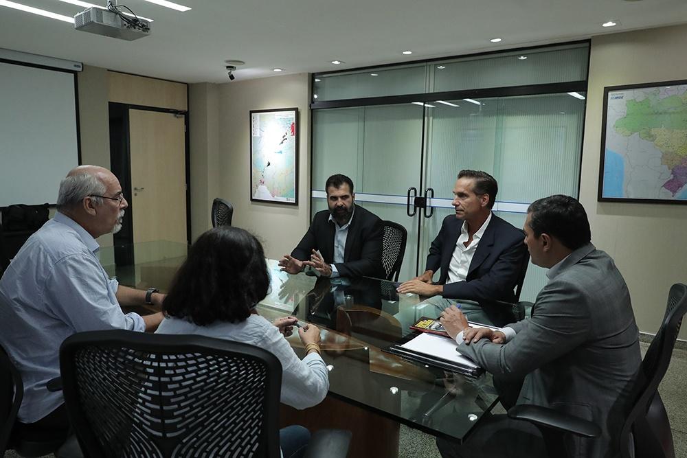 Wilson Lima recebe ator e ativista ambiental Victor Fasano para tratar da APA do Sauim-de-Coleira / Foto : Diego Peres / SECOM