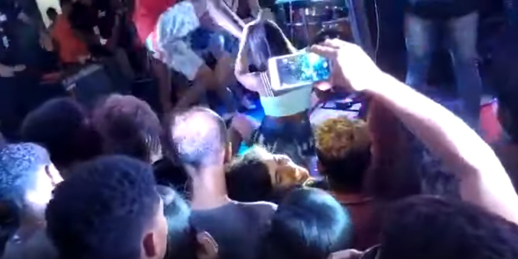 Mulher agredida no palco do Show da Banda 'O Poeta'
