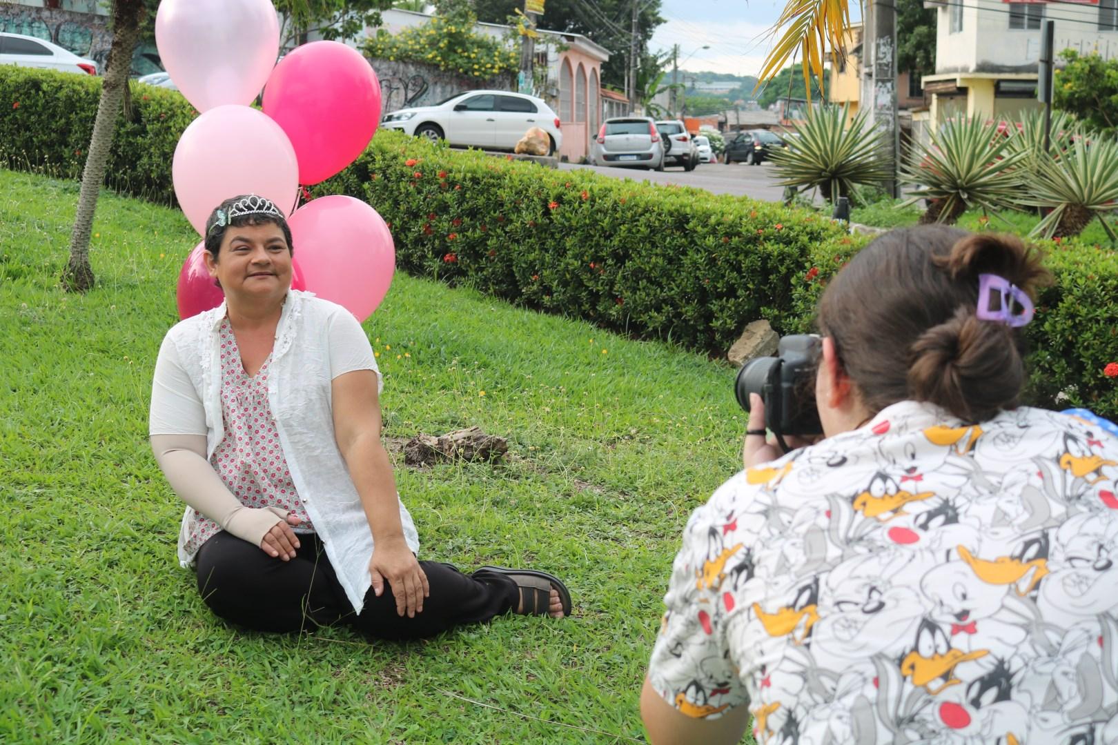Natural de Boa Vista (RR), Jéssica acredita que as fotografias ajudam no tratamento / Foto : Divulgação