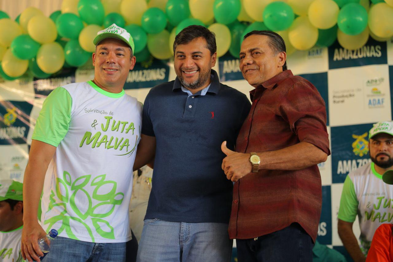 Josué Neto comemora liberação de R$ 2,1 milhões para produtores rurais de 12 municípios do  AM / Foto : Joel Arthus