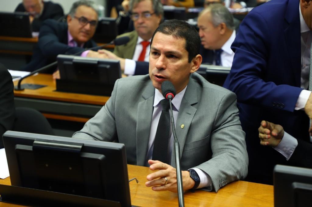 Marcelo acusa má vontade da ANAC com população do Amazonas