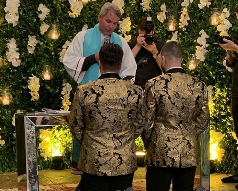 Após celebrar casamento homoafetivo e ensaio polêmico