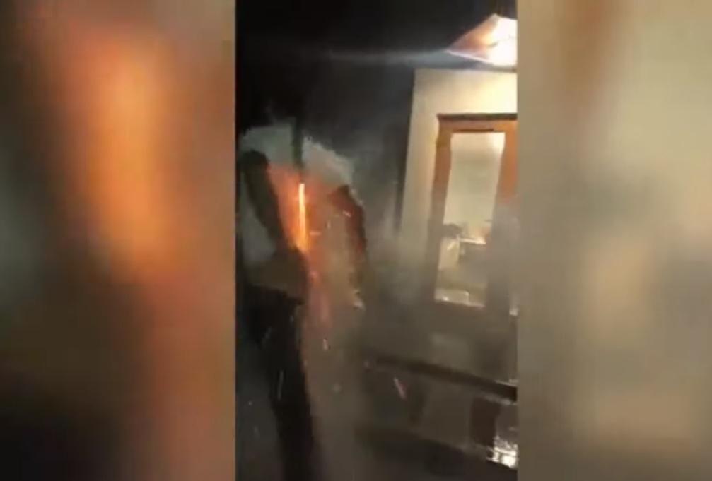 Homem se machuca feio ao tentar lançar foguete do bumbum