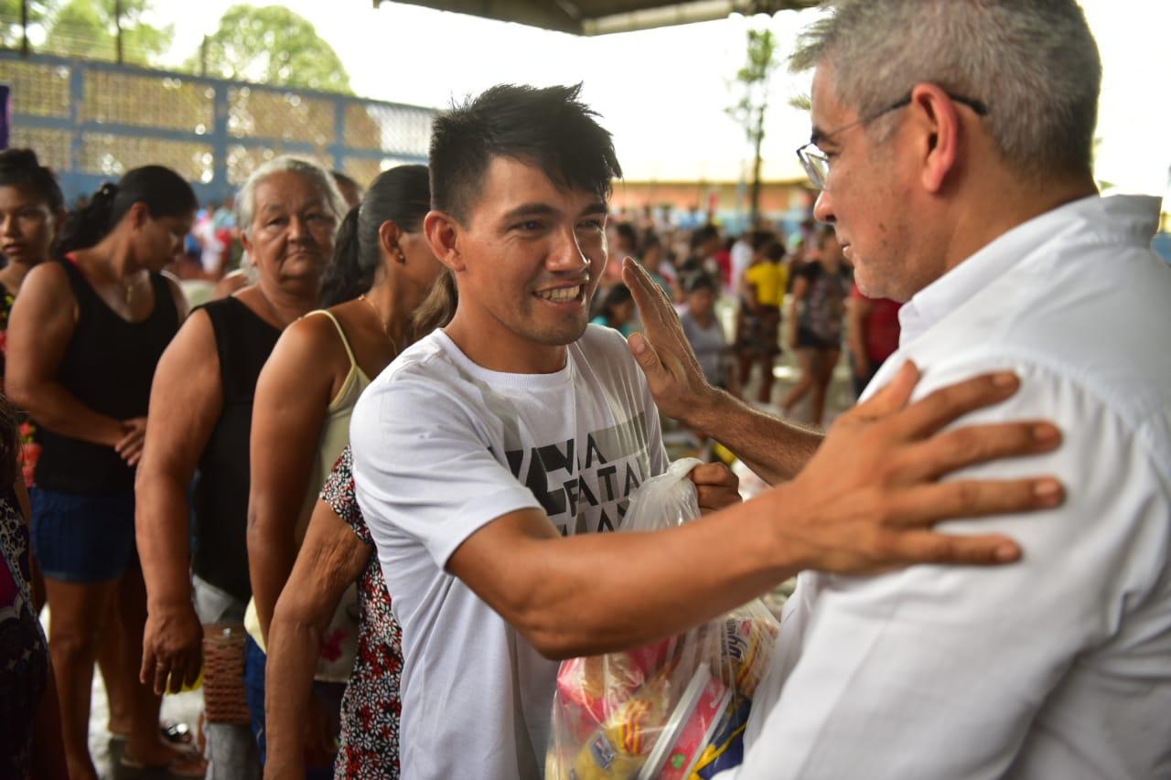 Governo do Amazonas entrega mais de 10 toneladas de alimentos da campanha 'Natal dos Ribeirinhos' / Foto : Bruno Zanardo/Secom