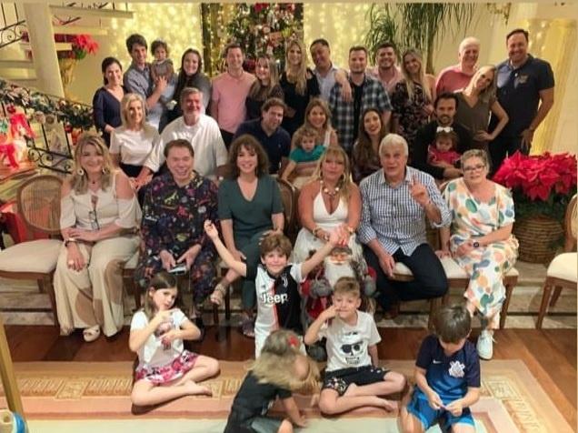 Silvio Santos apostou em pijama para festa natalina ao lado da família (Reprodução/Instagram)