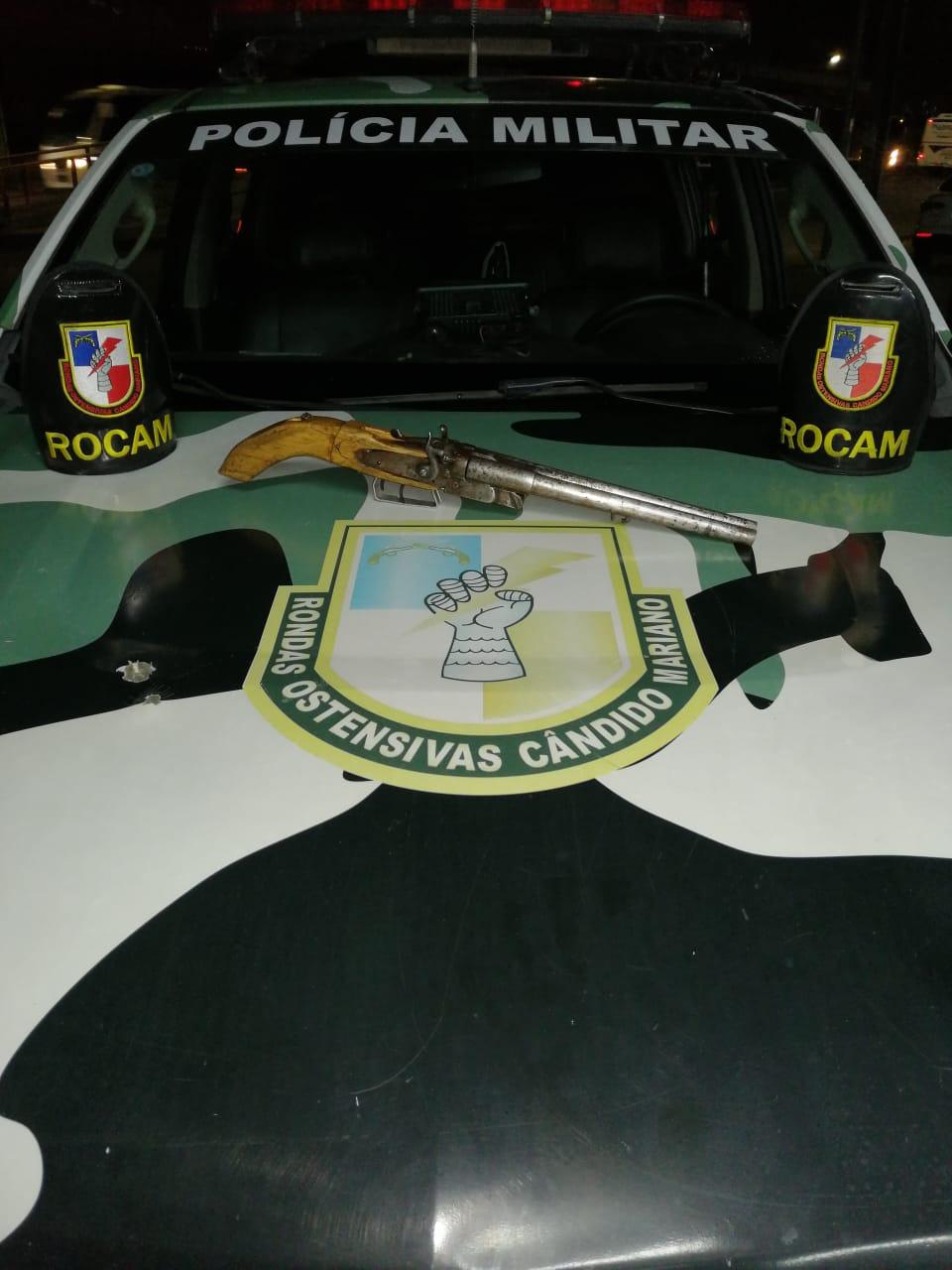 Rocam detém suspeito com arma de fogo no Valparaíso, na zona leste/ FOTO: Divulgação/PMAM