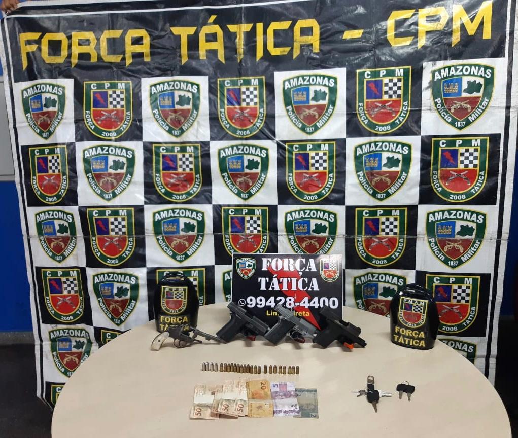 Força Tática detém trio com dinheiro e armas de fogo no Tancredo Neves / FOTO: Divulgação/PMAM