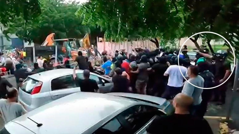 Vídeo mostra o momento exato em que homem com capacete atira em Cid Gomes. Tiro partiu dos policiais
