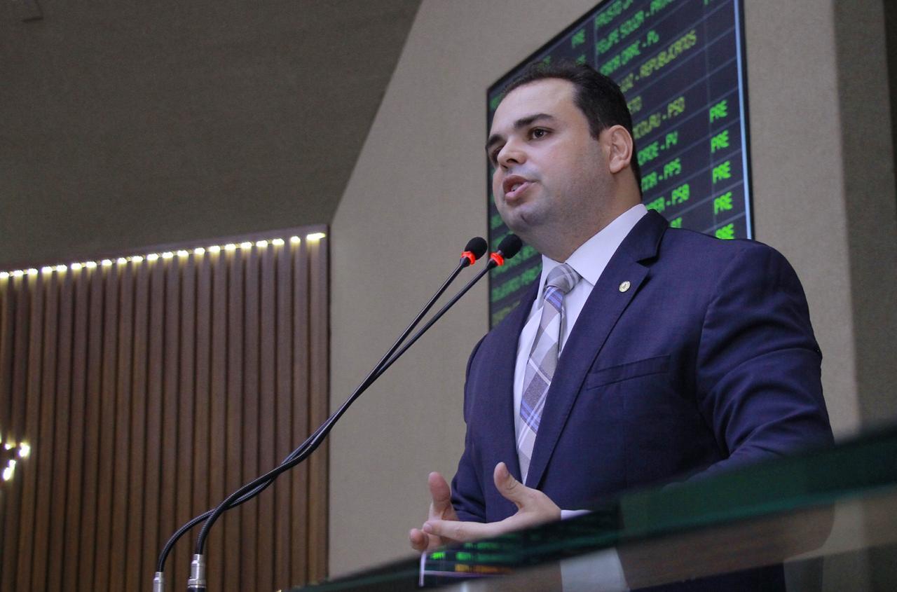 Deputado Roberto Cidade convida deputados para discutir PL que regulamenta o transporte hidroviário/ Foto: Evandro Seixas