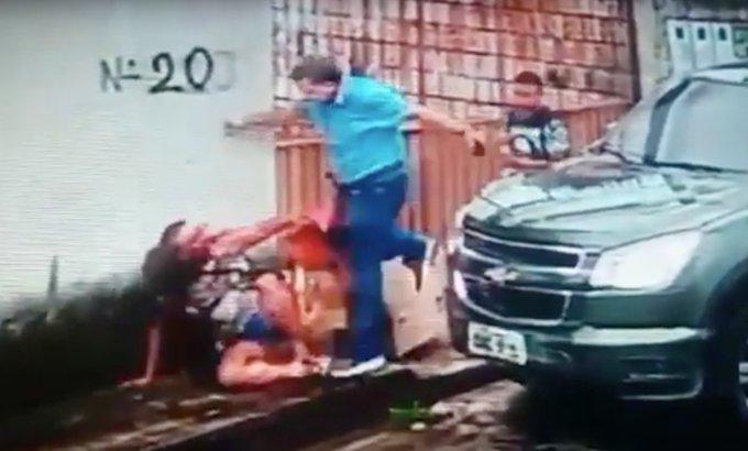 Vídeo mostra o momento em que um pastor agride com chutes e socos uma mulher em Manaus