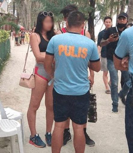 Após ser multada, a jovem colocou um shorts e um top para se retirar do local. / Foto: Reprodução/Facebook
