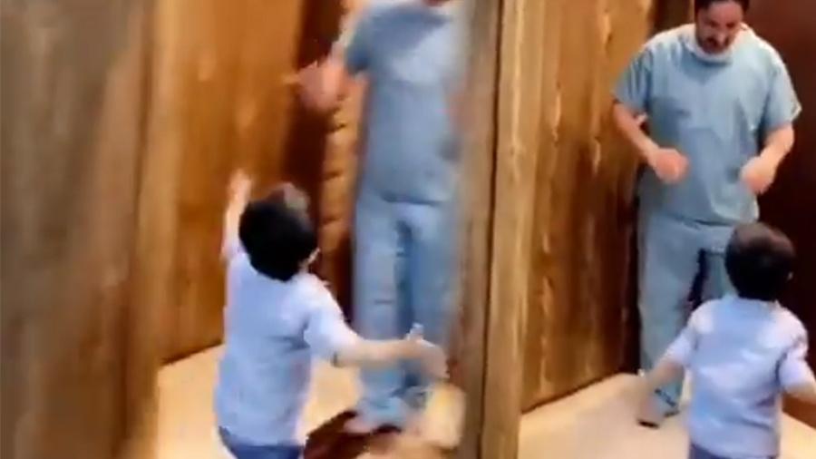 Enfermeiro chora em vídeo por não poder abraçar o filho e leva o mundo às lágrimas