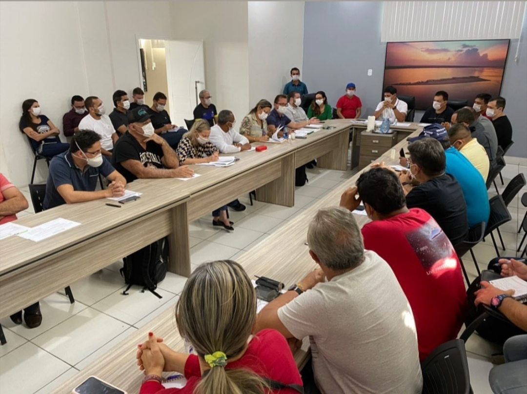 Prefeito de Parintins adverte duramente alto escalão que quer pegar corda do Presidente Bolsonaro