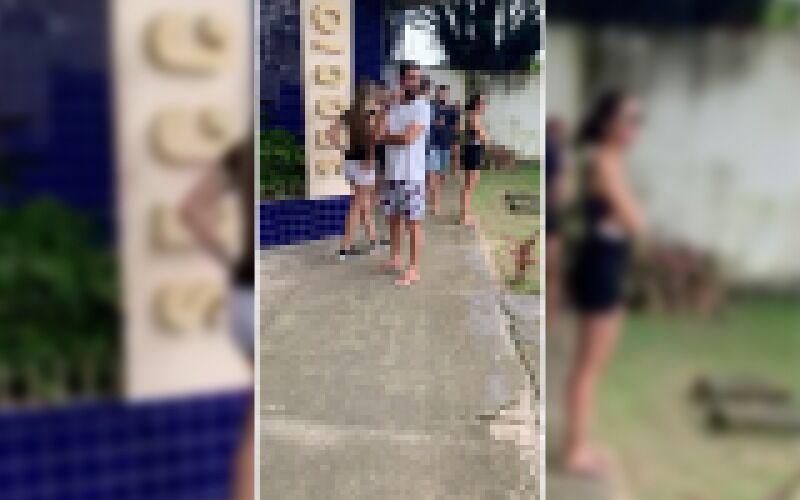 Romperam quarentena e Sexta Feira Santa para fazer festa em Motel. Polícia levou 38 pessoas presas!
