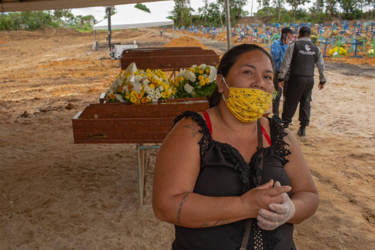Pai de Dilce Ferreira dos Santos morreu no sábado (25), mas devido às burocracias foi sepultado apenas na terça (28) (Yan Boechat/Yahoo Notícias)