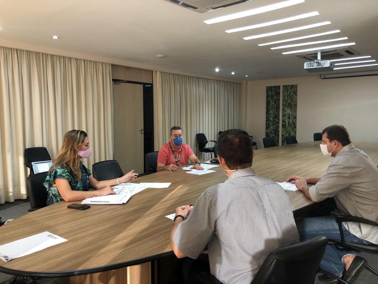 Secretária de Saúde e reitor da UEA tratam sobre atuação dos médicos que tiveram formatura antecipada / Fotos: Divulgação/Susam