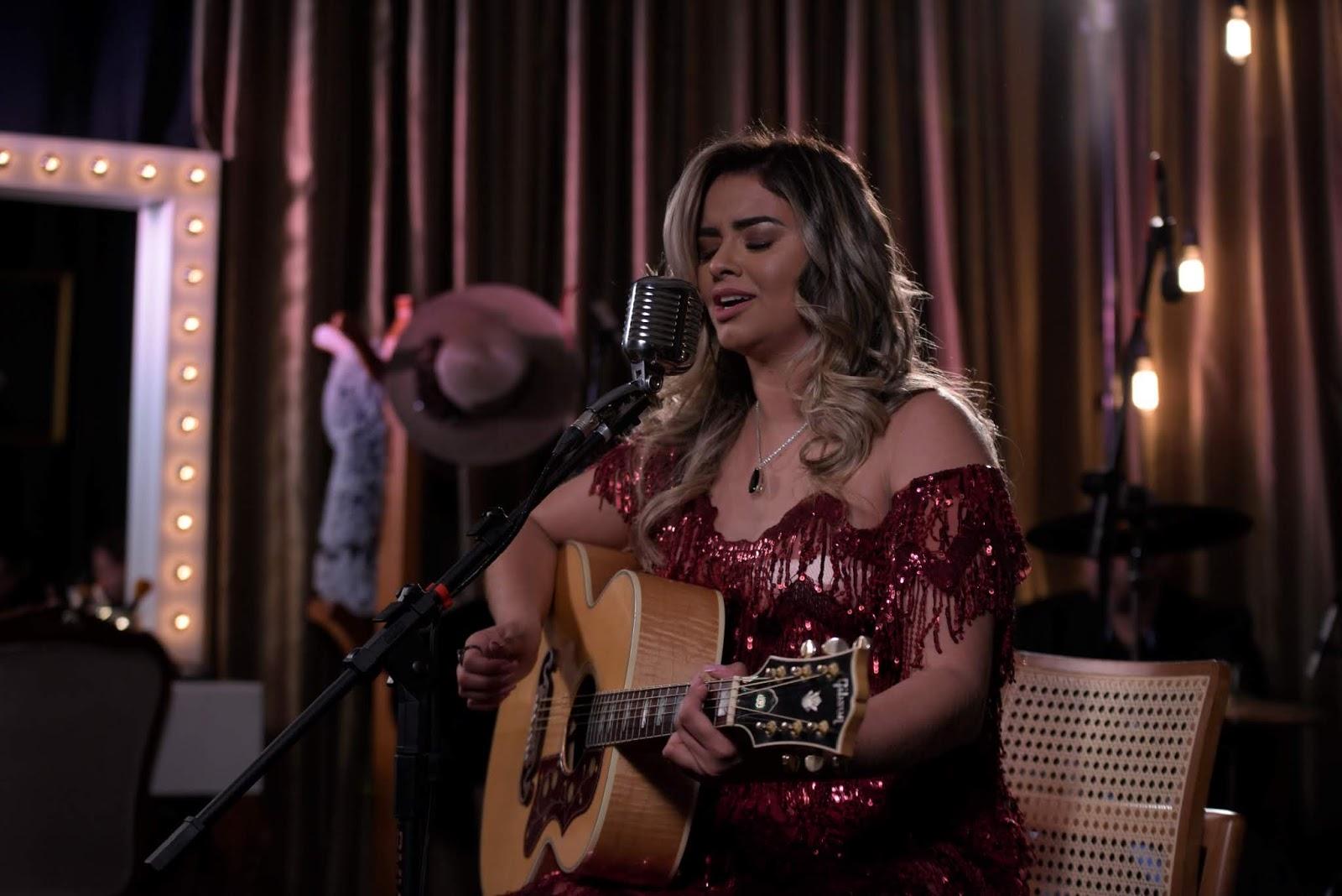 """O novo fenômeno da música sertaneja Luma Danttas lança clipe da música """"Te amo Sonhando"""""""