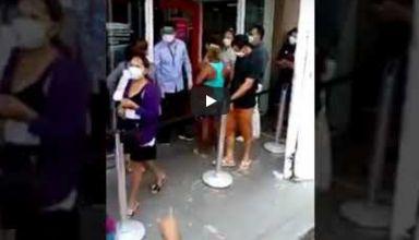 Patixa Teló tenta furar fila na Agência Bradesco e se dá mal