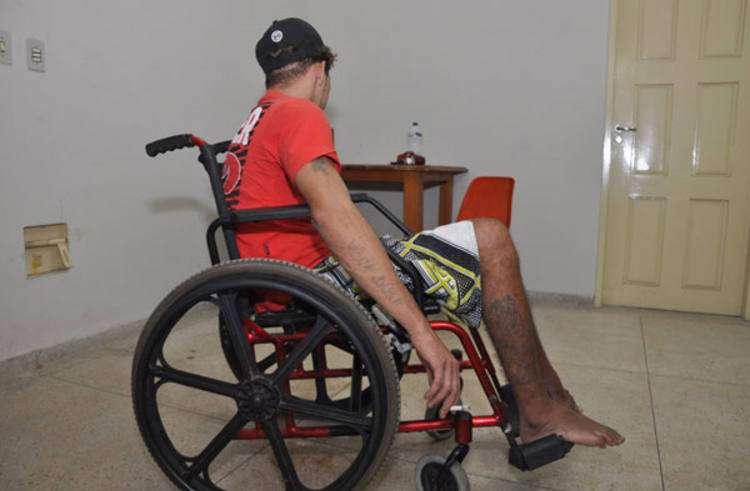 PM prende homem que vendia drogas na cadeira de rodas em Manaus